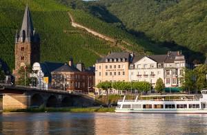 Mosel, Moselbrücke und Moselschiff